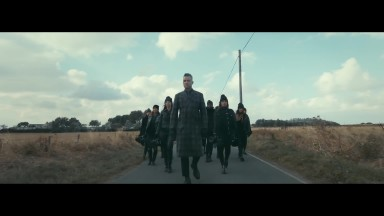 Robbie Williams | Love My Life (Official Video)