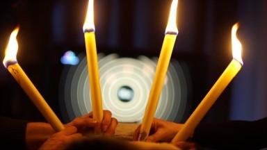 Ohňový-očistný-rituál-se-svícemi